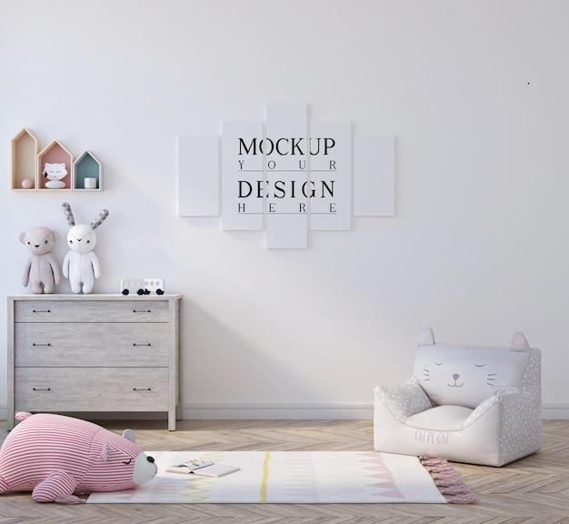 포스터 모형과 함께 귀여운 작은 아이 침실