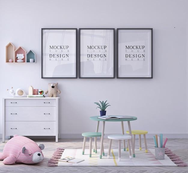 포스터 액자 모형과 함께 귀여운 작은 아이 교실 유치원 프리미엄 PSD 파일