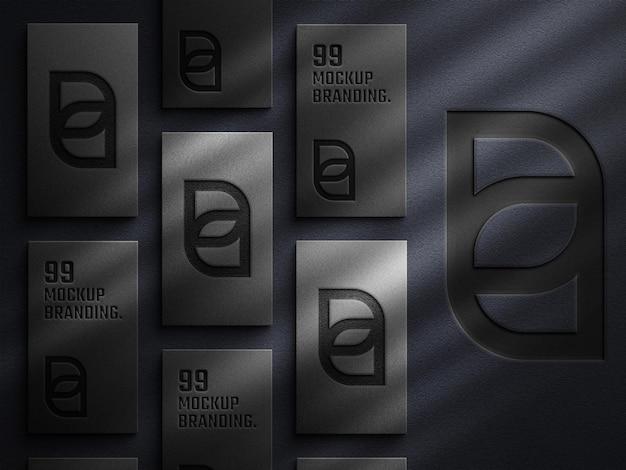 활자 효과와 과도한 그림자가 있는 어두운 명함 모형