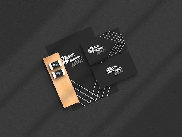 Темный минималистский макет канцелярских товаров