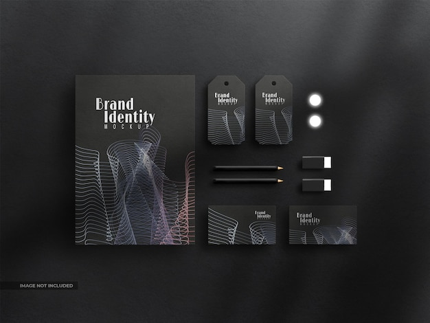 Набор макетов фирменного стиля темных канцелярских принадлежностей с наложением теней