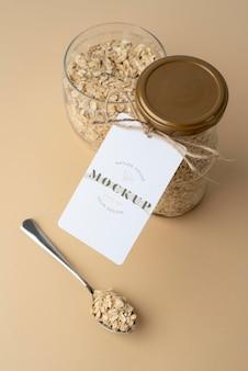 Deliziosi grani in barattolo con etichetta mockup
