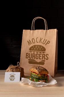 Вкусный макет концепции гамбургера