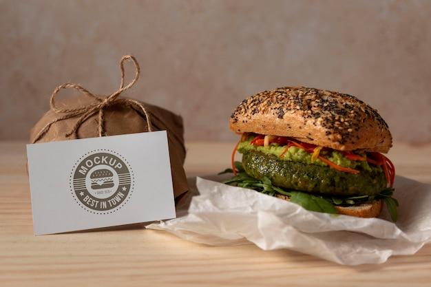 Mock-up di concetto delizioso hamburger