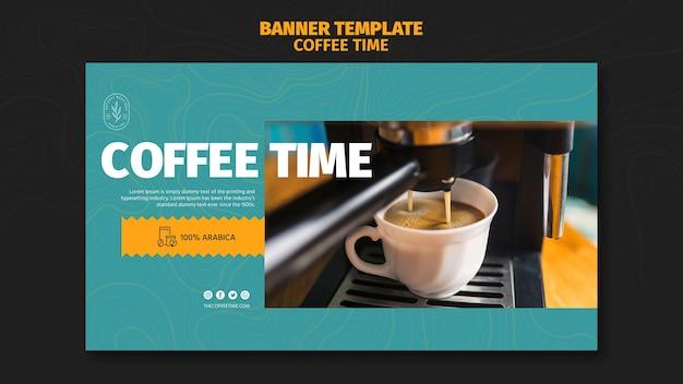 Вкусный кофе в белой чашке баннер шаблон