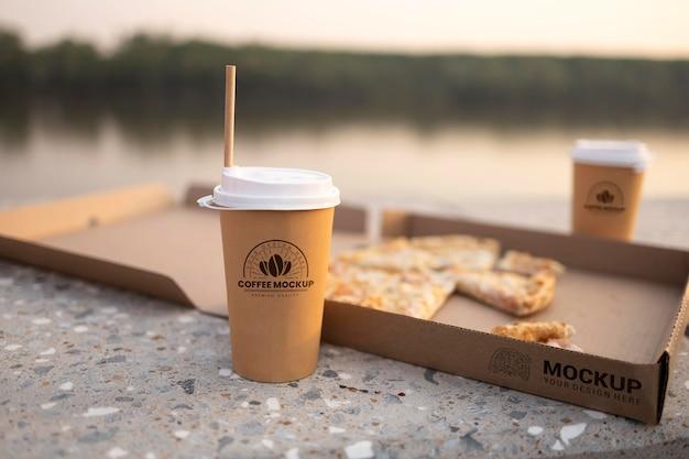 おいしい屋台の食べ物とコーヒーのモックアップ構成