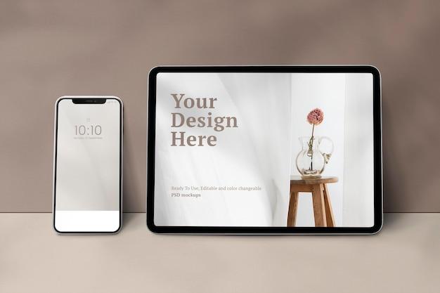 Psd di mockup dello schermo del dispositivo digitale con computer portatile tablet e telefono