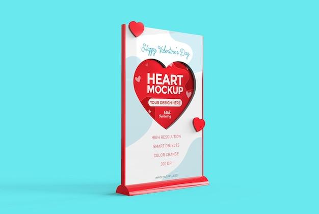 Показать макет с сердечками стола на день святого валентина. для акций и внутренней отделки.