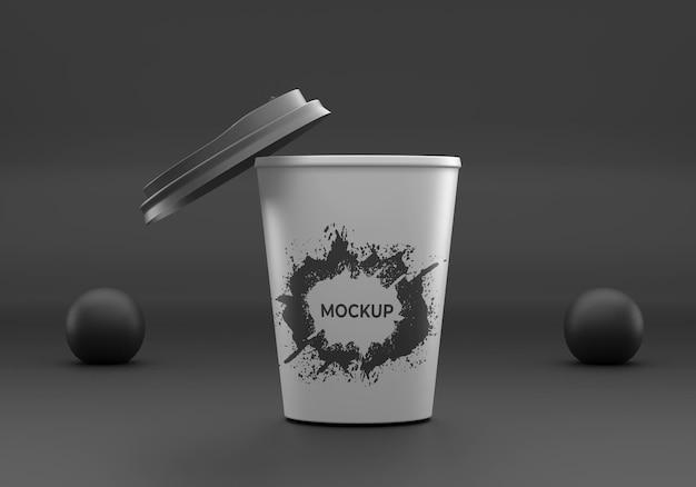 使い捨てのブラックコーヒーカップのモックアップ