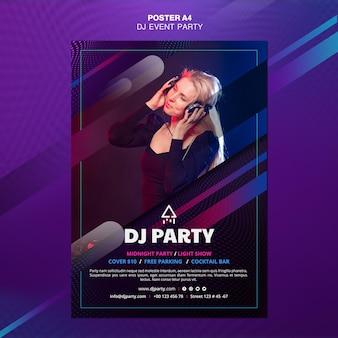 ヘッドフォンのポスターを持つdjパーティー女性