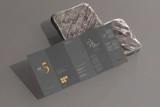 Dlサイズ5つ折りパンフレットのモックアップ