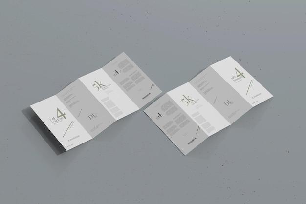 Dlサイズ4つ折りパンフレットのモックアップ