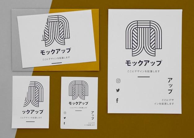 Documenti mock-up asiatico su sfondo marrone