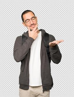 Сомнительный студент, что-то держит рукой