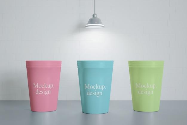 절연 테이블에 음료 컵 이랑