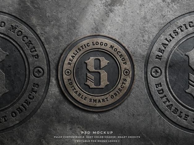 Пыльный бетонный макет логотипа на грубой стене с винтажным выгравированным логотипом