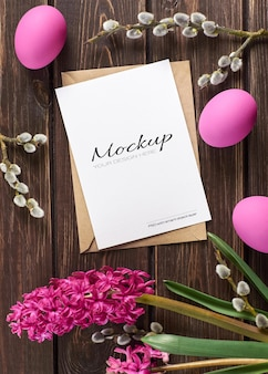 Макет поздравительной открытки к пасхе с крашеными яйцами