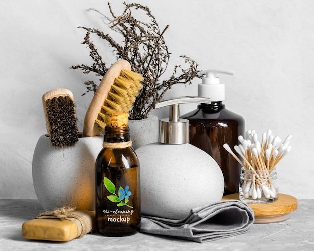 Disposizione di prodotti per la pulizia ecologica
