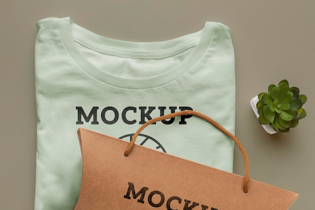 Экологический макет упаковки футболки
