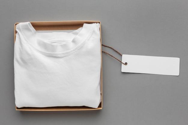 Mockup di imballaggio per t-shirt ecologica