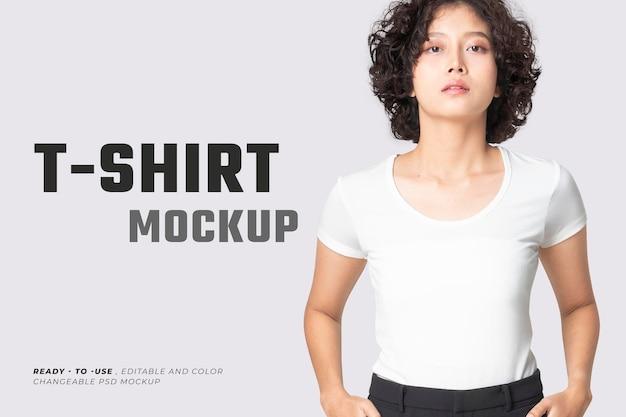 編集可能な基本的なtシャツのpsdモックアップラウンドネックの女性のアパレル広告