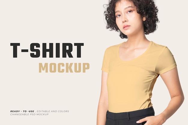 편집 가능한 기본 티셔츠 psd 모형 라운드 넥 여성 의류 광고