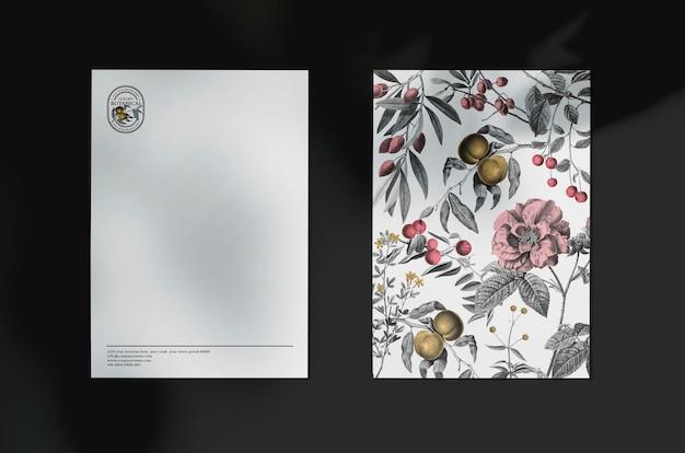 化粧品ブランドの花のヴィンテージテーマで編集可能なビジネスの招待状