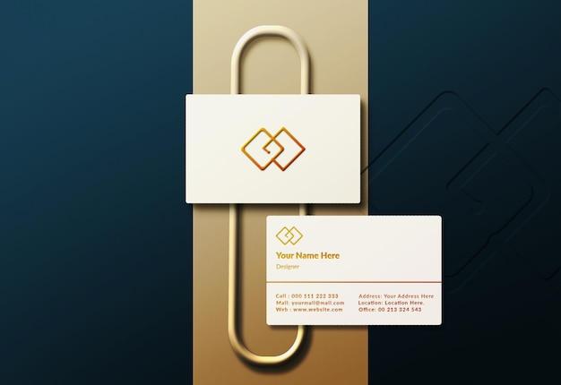 エンボスと活版印刷の効果を持つエレガントな名刺モックアップデザイン