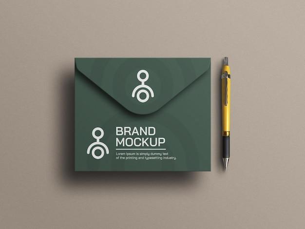 Элегантный макет конверта с ручкой