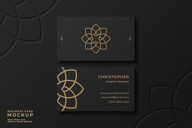 Элегантный макет черной визитки из золотой фольги с эффектом тиснения и логотипом высокой печати на фоне
