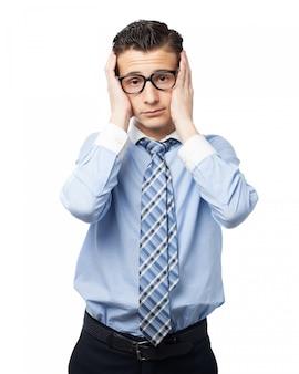 眼鏡をかけたエレガントな男