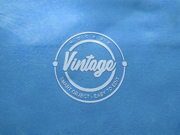 エンボス加工の青い革のモックアップロゴ