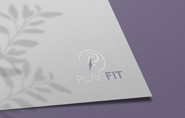 Макет тисненого логотипа на белой бумаге