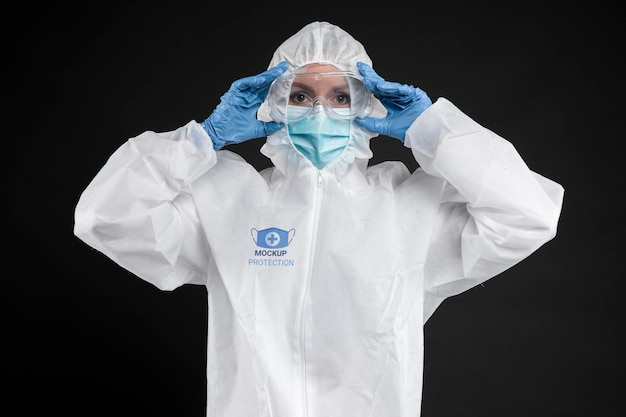 보호 장비를 착용 한 직원