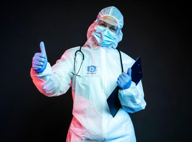 Работник носит средства защиты