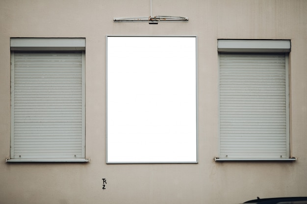 건물에 빈 게시판