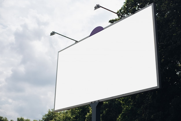 市内の空の看板 Premium Psd