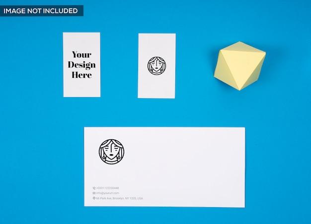 封筒と名刺のモックアップ
