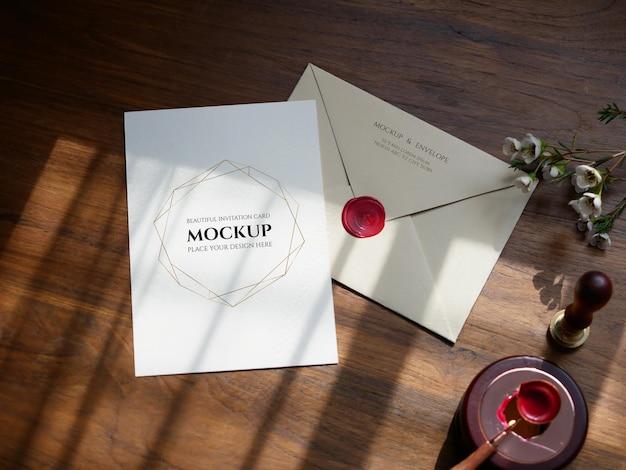 봉투 뒷면 및 빈 카드 초대장 모형