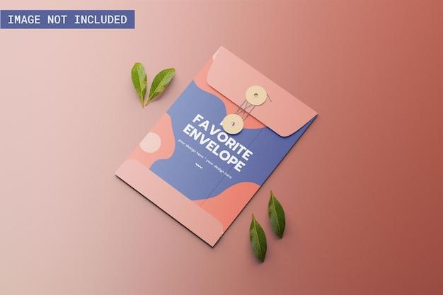 Макет конверта с листом сверху под прямым углом