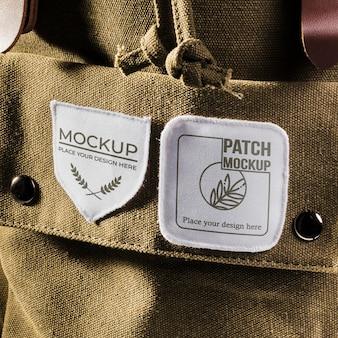 Mock-up di patch per abbigliamento in tessuto sullo zaino