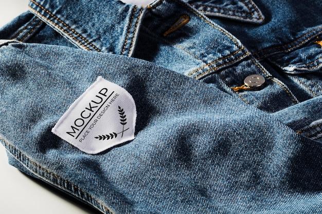 Mock-up di patch per abbigliamento in tessuto su materiale denim