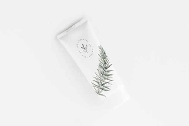Дизайн мокапа тюбика с кремом для лица