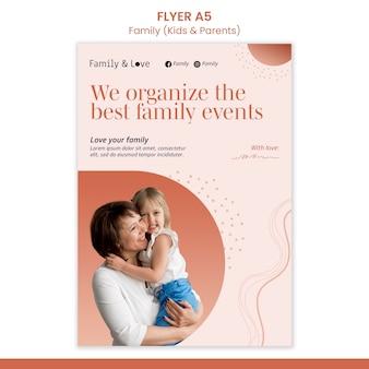 家族のデザインのチラシテンプレート
