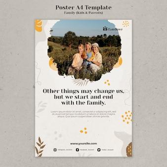 Famiglia con genitori e bambini modello di progettazione del poster