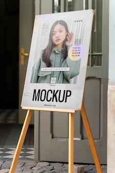 ファッション広告のモックアップ