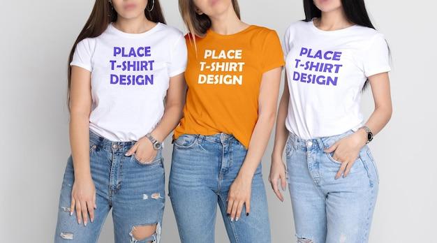 女性のリアルなtシャツのモックアップ