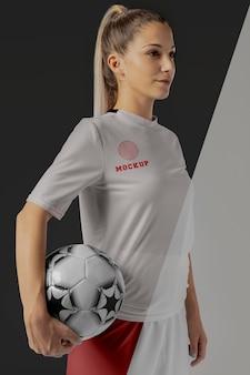 女子サッカー選手のアパレルモックアップ
