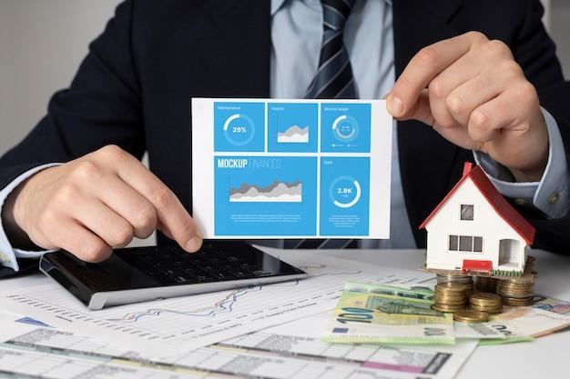 Disposizione delle finanze con mock-up di carta