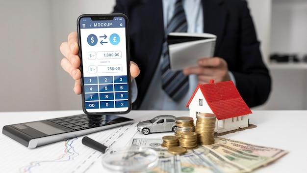 Accordo finanziario con mock-up del telefono